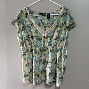 Axcess Blouse Sz 16 NWT Floral pattern w Lace